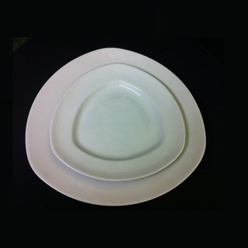 ASSIETTE TRIANGLE 20cm